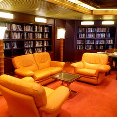 Comfortable Library & Exploration Cafe