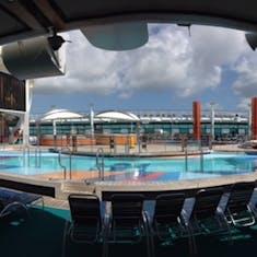 Freedom of the Seas main pool deck