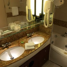 Bathroom - his/her sinks and jacuzzi tub