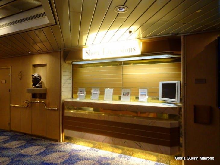 Shore Excursion Desk - Veendam