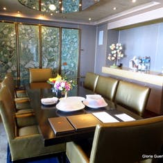 Dining Room in Sui9te