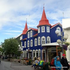 Lovely Victorian Cafe in Town - Akureyri