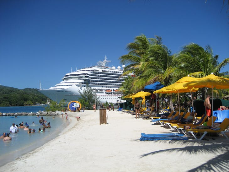 Mahogany Bay, Roatan, Bay Islands, Honduras - Glory from the beach
