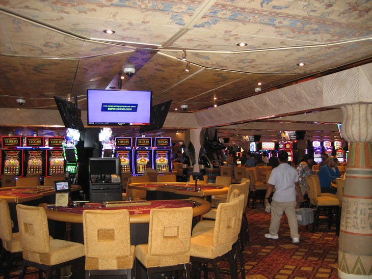 Gaming tables - Carnival Glory