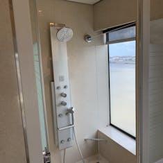 Shower in the Norwegian Breakaway Deluxe Owner's Suite (Category H2)