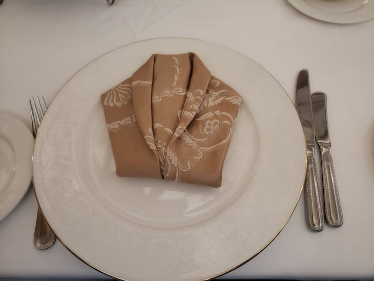 Dinner Jacket Napkin Origami - Disney Fantasy