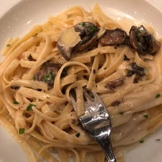 fettuccine alfredo with mushroom (so good).