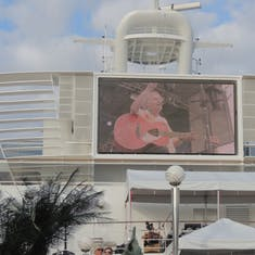 Dave Cousins of Strawbs on Giant Screen (Moody Blues Cruise)