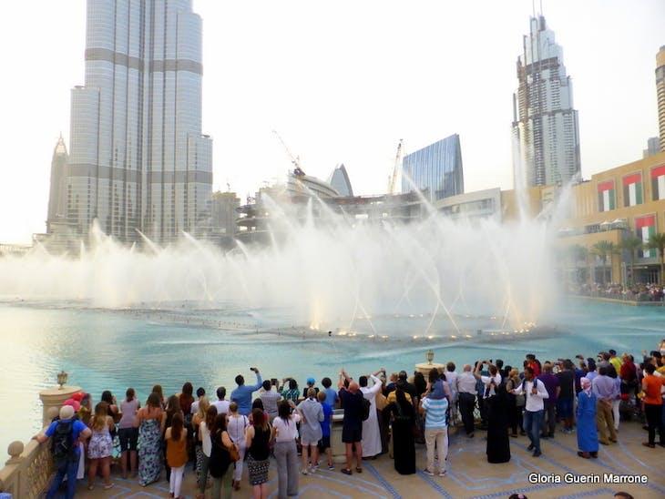 Mall od Dubai Water Fountain Show Set to Music - Amsterdam