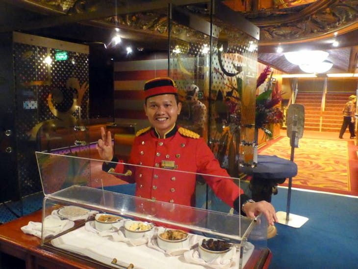 Doorman Waco servess after dinner treats - Amsterdam
