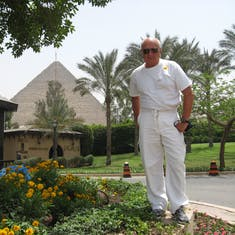 Lunch in the shadow of The Great Pyramid of Khufu