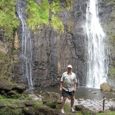 Take the around Tahiti tour, includes lunch, educational and beautiful